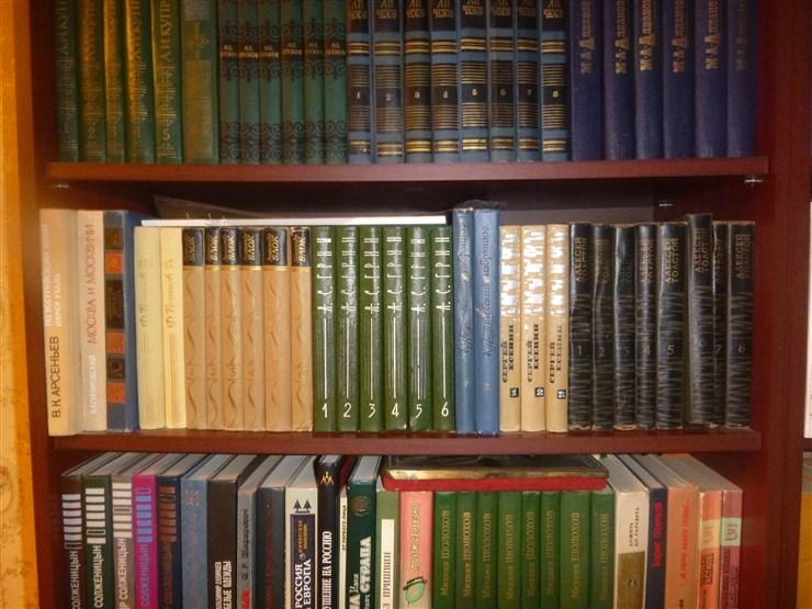Куча книг.