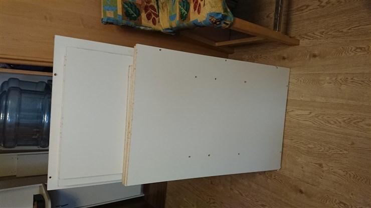 ЛДСП белая обрезки и разобранная мебель