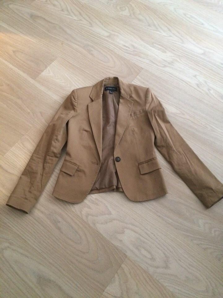 Несколько осенних вещей и пиджак, МОСКВА, Митино