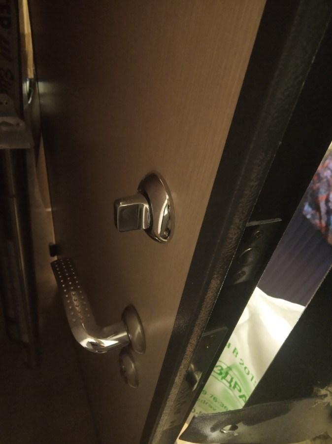 Отдаю входную дверь от застройщика