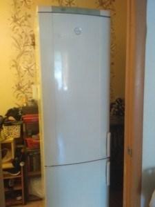 Работающий холодильник