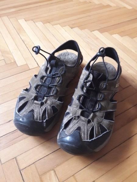 Разная мужская обувь и детские резиновые сапоги. Железнодорожный МО